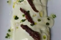 Raviolone Maremmano di ricotta e spinaci con fonduta di provola affumicata e gocce di pesto di basilico
