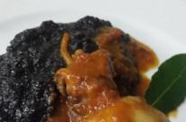 Polenta al nero con seppiolotti nostrali in umido